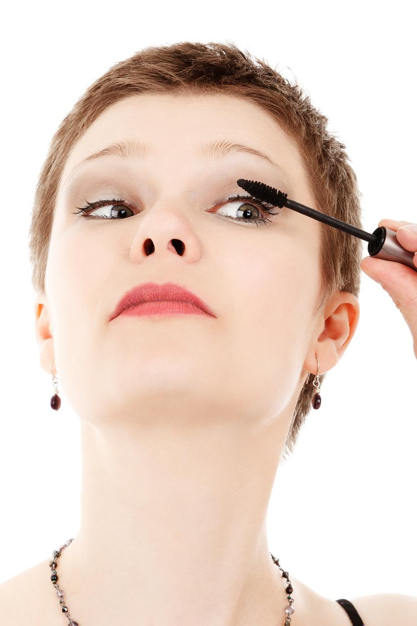 Czy warto stosować kosmetyki mineralne? Mineralna paleta cieni do oczu