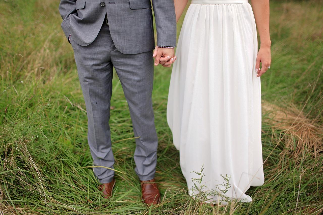 Suknie ślubne proste skromne krótkie. Stylizacja panny młodej. Valdi salon sukien ślubnych
