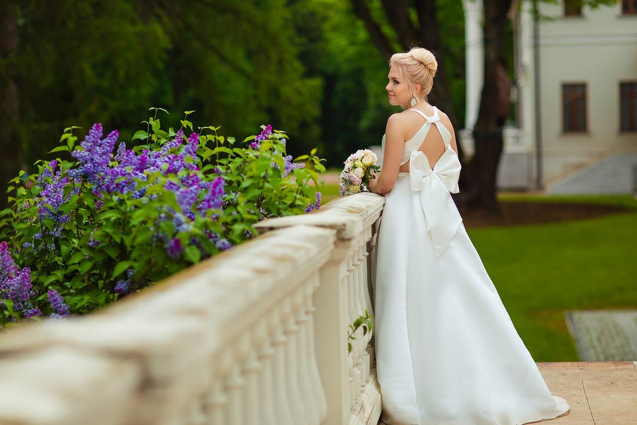 Krótkie suknie ślubne z trenem. Jaką suknie ślubną wybrać? Salon sukien ślubnych Mokotowska